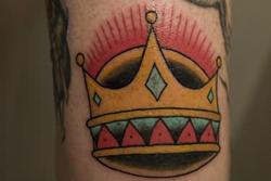 lyon-tatoueur-couronne-old-school